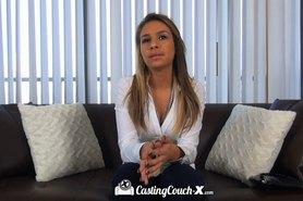 Petite latina Carmen Caliente quiere hacer porno