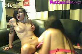 Cam: Two Hot Cam Girls Lick Pussy