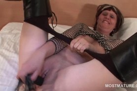 Mature in leather boots toy fucking herself