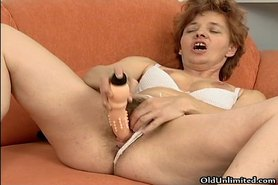 Hairy mature mom loves toying her tight