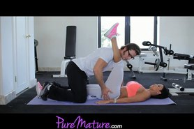 Flexible Hot MILF Jewels Jade Workout