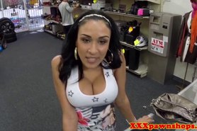 Bigtit latina facialized for cold hard cash