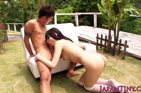Petite Mihono Sakaguchi loves outdoor bang