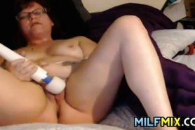 Amateur Mature Woman And Her Wand