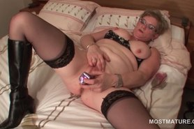 Stockinged mature toying her wet snatch