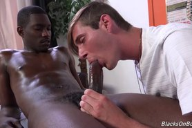 Kyle Jacobs seduce a su Negro Cliente