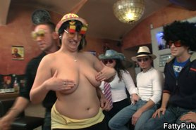 bbw girls have fun in the bar