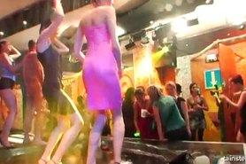 Polluelos Kinky fiesta desnudo en el club
