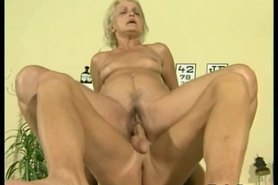 Sporty doc fucks mature blonde