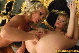 Fist loving lesbian blondes at home