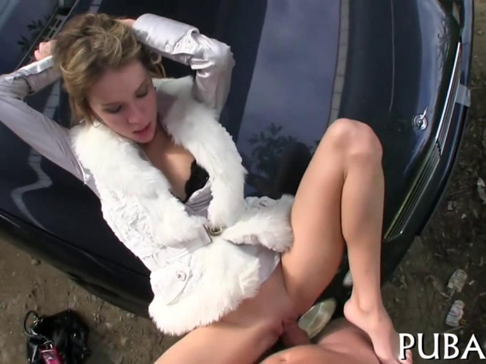 Порно пикап начался в машине