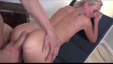 Vollbusige blonde betrügende Ehefrau
