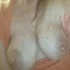 Amwlds's sex videos & porn photo galleries.