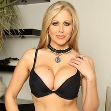 Julia Ann's Free Porn Videos, Porn Pics, Profile & More