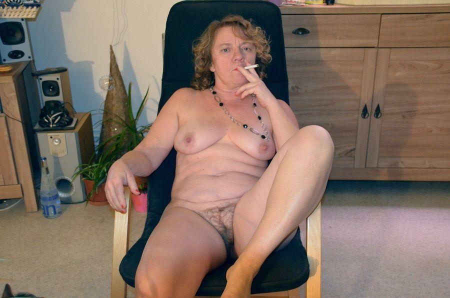 девочки эротика зрелые и курящие мамочки петрович