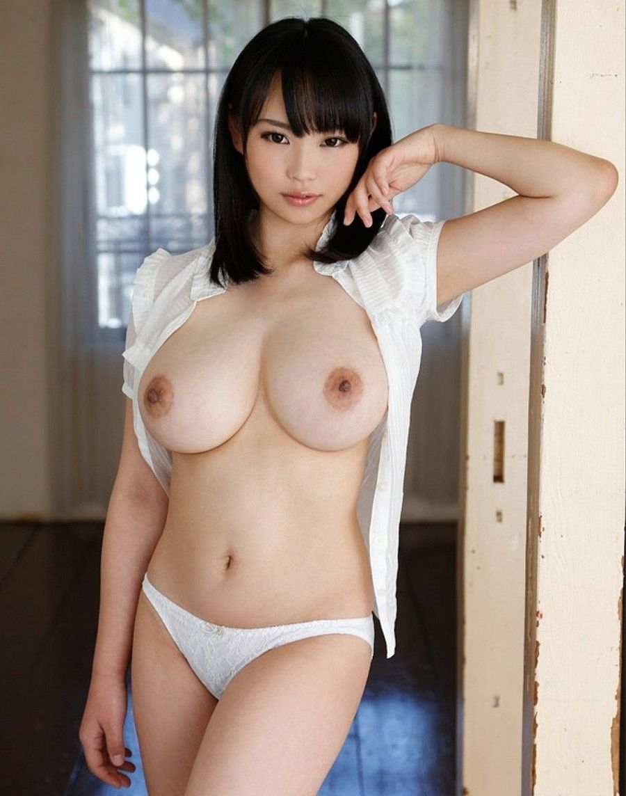Japanese girl with sexy boob try