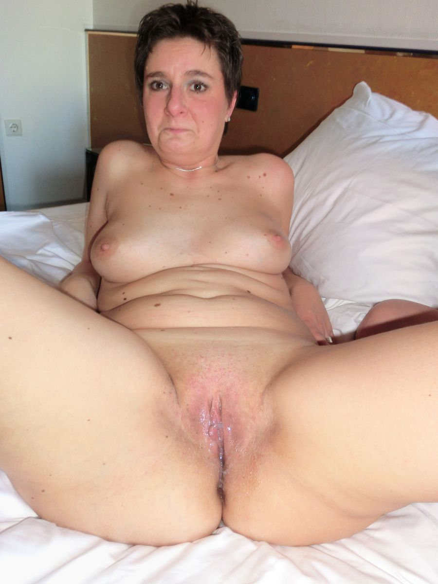 Hot Naked Pics Sticking objects in pussy