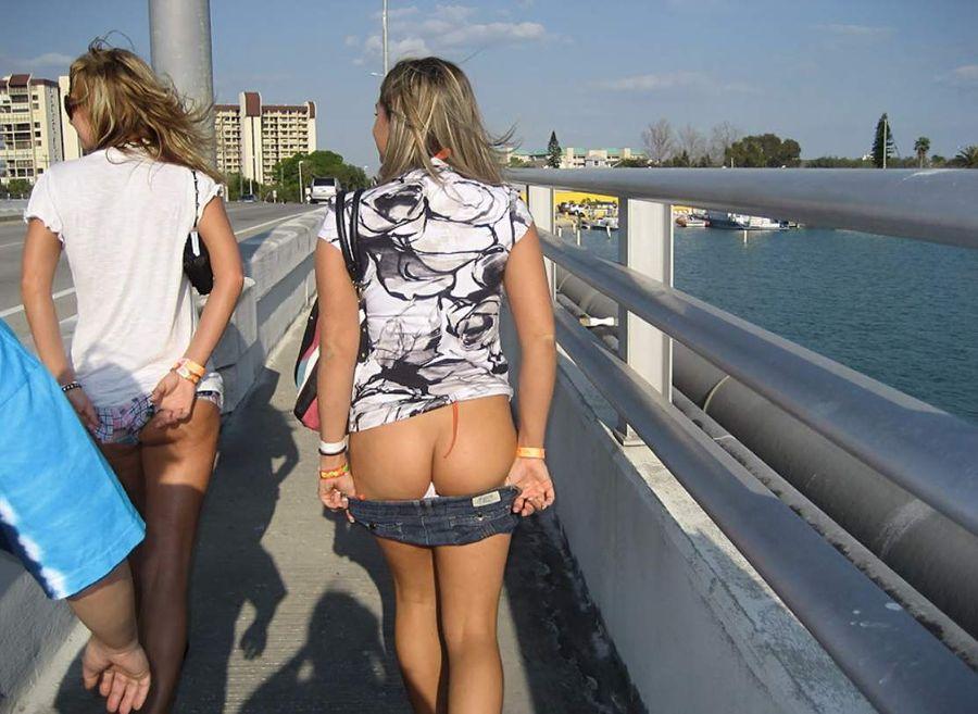girls-flashing-on-rides-naked-emo-girl-ass-shot