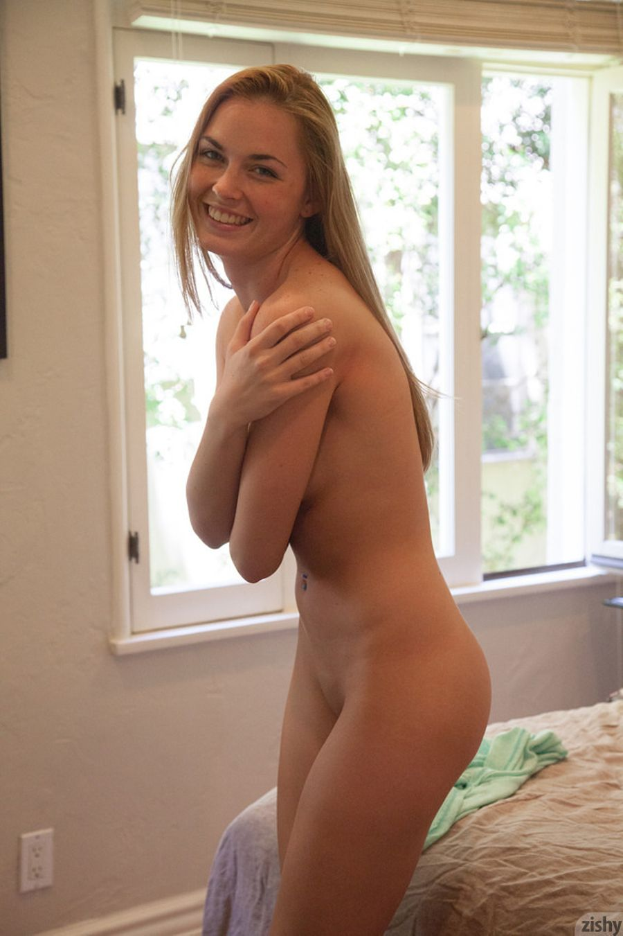 shy-naked-girls