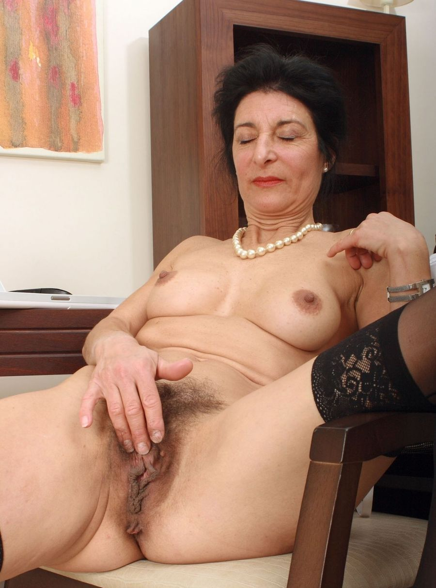 image Sexy christine stevens loves to deepthroat an