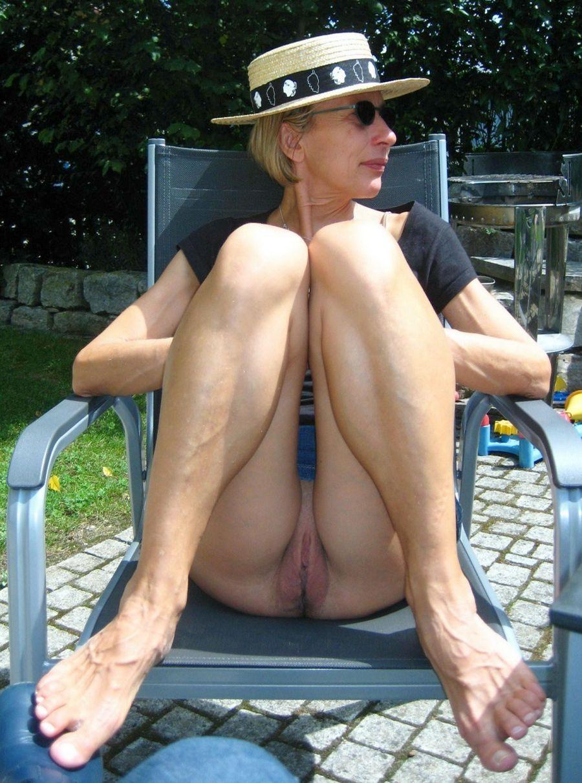 Mature Woman Flashing