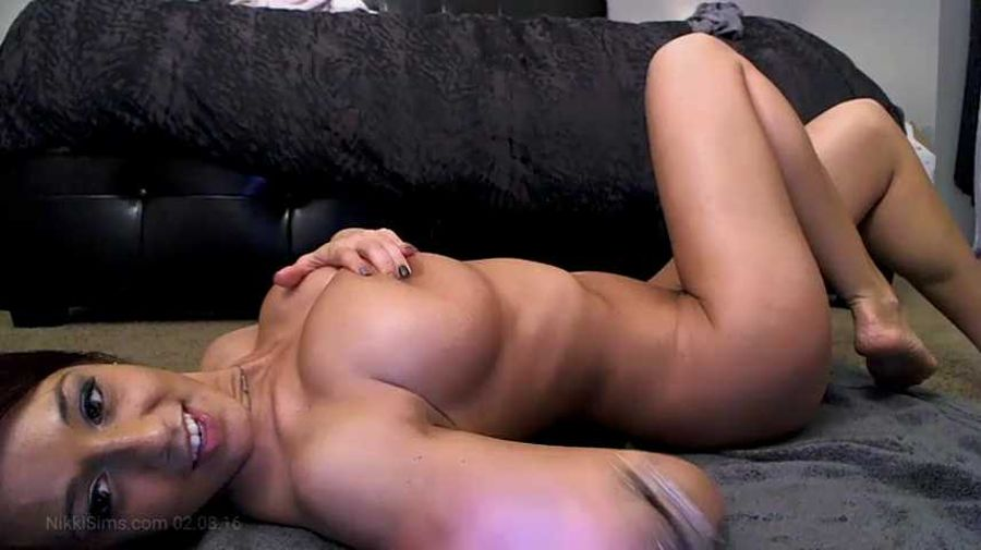 Nikki sims finally shows pussy