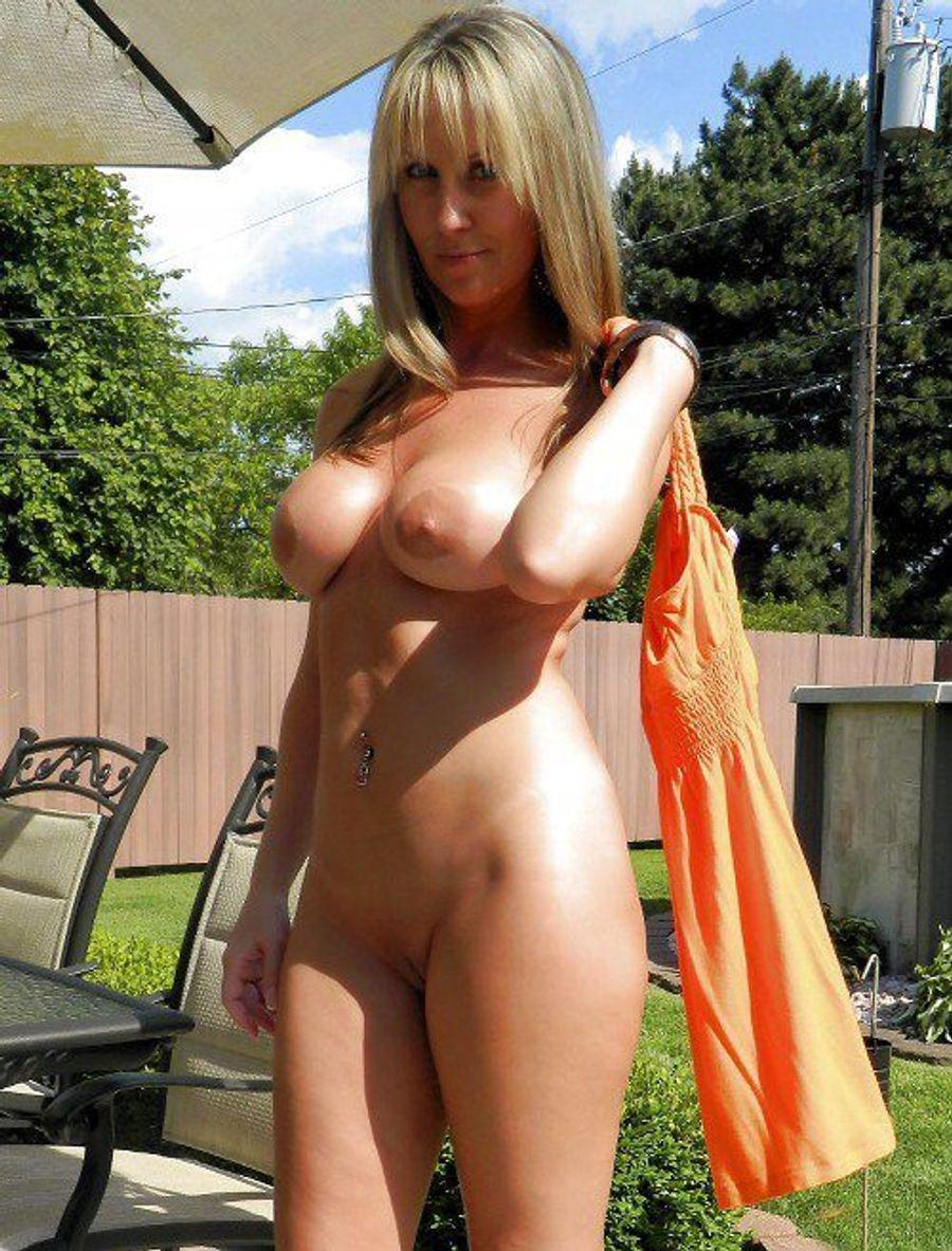 Amateur amazing milf posing blonde